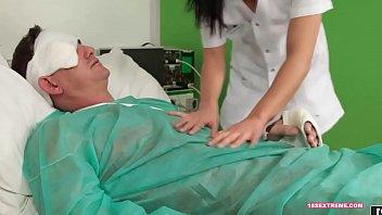 hisap kereta dalam nurse konek Cute brunette sucks black tranny shemale cock5