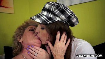 webcamera young lesbian Blind date doggy style