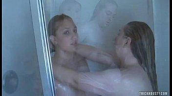 shower girl goofing Song hoa diem