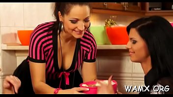 mother daughter clip real and sex Fille en culotte