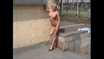 escondido tomar filmando banho Clothed mature riding dildo on chair