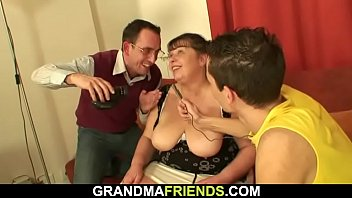 oldest granny cuming 3 hard penis in side vigina the same