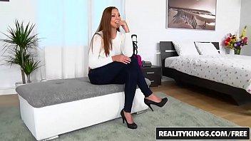 sex in apartment Une maman qui se masturbe sa chatte poilu