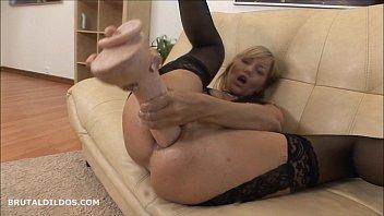 s makes blonde her scream dildo Graban a virgen haciendo el sexo