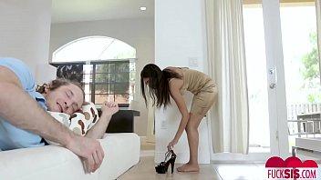 xnxx leones videos sunny Marido leva esposa em casa de swing bi masculino
