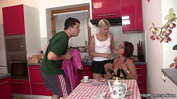 teen mom lesbianas y Irresistible blonde eats a studs tasty pecker
