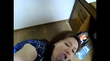 hjo de madre Puking drunk college girl throat gag