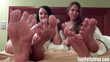 feet on valentinadollxx cums 26 04 2015 Mom jerking for son