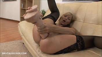 s makes blonde her scream dildo Graban a virgen haciendo el sexo