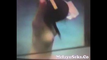 mandi artis kamar indonesia Girl let friends gangang her